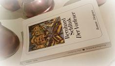 """Der Vorlesesr"""" ist in einem sehr eingehenden aber zunächst für mich gewöhnungsbedürftigen Schreibstil gehalten. Er schreibt aus der Sicht des zu Beginn 15jährigen Michaels, der auf Hannah, eine Schaffnerin trifft. Zunächst mutet das Buch an wie eine lockere Geschichte eines nicht ganz alltäglichen Liebespaares. Doch bald entpuppt sie sich als etwas ganz anders, etwas viel tiefergehendes. Als eine Geschichte einer sonderbaren Liebe, einer Vergangenheit voller Schuld."""