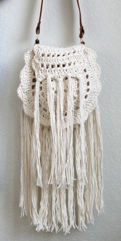 Boho Tassel Crochet Bag | Get ready for this summer season with a summer crochet pattern that will help you stay stylishly on the go.