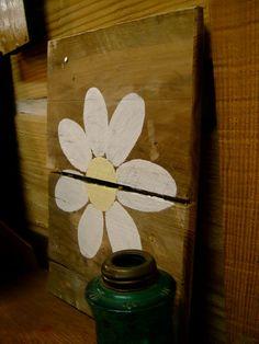 Daisy reclaimed pallet art by flowersnstars on Etsy, $12.00