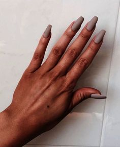 Semi-permanent varnish, false nails, patches: which manicure to choose? - My Nails Nude Nails, Matte Nails, Acrylic Nails, Beige Nails, Coffin Nails, Acrylics, Get Nails, Hair And Nails, Gorgeous Nails