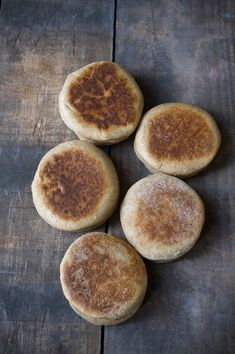 Homemade Whole Wheat English Muffins Recipe ~ Savory Simple. I made half the recipe and got eight muffins out of it, plenty for my family. I also used only whole wheat flour. Whole Wheat English Muffin, English Muffin Recipes, English Muffins, Breakfast And Brunch, Breakfast Recipes, Breakfast Potatoes, Breakfast Muffins, Mini Muffins, Bread Recipes
