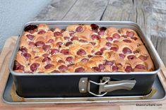 Pandișpan cu cireșe, vișine sau căpșuni | Savori Urbane Jacque Pepin, Lasagna, Macaroni And Cheese, Ethnic Recipes, Sweet, Victoria, Food, Romanian Recipes, Candy