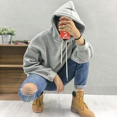 The new spring 2017 thickening with wool loose pure color contracted style men's fleece gray/black warm coat bag mail M - XL Urban Fashion, Boy Fashion, Mens Fashion, Fashion Outfits, Boy Outfits, Grunge Outfits, Urban Style Outfits, Photography Poses For Men, Mens Fleece