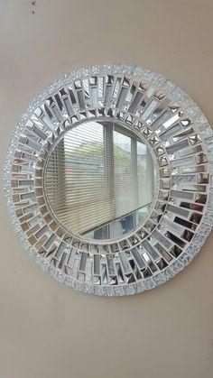 Mirror Mosaic, Mirror Art, Mosaic Art, Mirrors, Mosaic Crafts, Mosaic Projects, Glass Painting Patterns, Cardboard Box Crafts, Broken Mirror