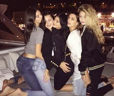 See many new photos of Kendall and Kylie Jenner partying it up on a yacht in Monaco with their pals Hailey Baldwin and Gigi and Bella Hadid. Robert Kardashian, Khloe Kardashian, Kardashian Kollection, Bella Hadid, Gigi Hadid, Bff Goals, Best Friend Goals, Squad Goals, Kendall Jenner