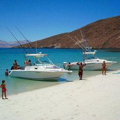 La belleza natural de #BahíaDeLosAngeles, sobresale por la combinación entre el desierto y las montañas que mezcla la imagen del mar cálido. #Ensenada espera por ti! Aventura por BajaAdv