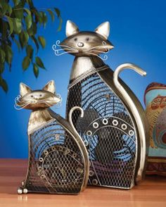 The easy-to-use Deco Breeze DBF0257 small cat figurine fan does not require permanent installation or mounting - simply plug it in and turn it on!