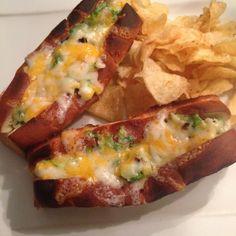 Petits pains surprises gratinés au crabe #recettesduqc #sandwich #crabe