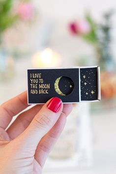Streichholzschachtel Liebeserklärung Matchbox DIY // Love you to the moon and back // Declaration of love // Love text // Love quote // Love gift idea // Valentine's day gift // Gift partner Valentines Day Gifts For Him, Valentines Diy, Diy Love, Love You, Love Gifts, Diy Gifts, Diy Man, Saint Valentin Diy, Valentines Bricolage
