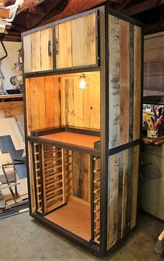 If you are really fed up with ordinary-looking wooden wardrobe present at your place, then craft this extraordinary wood pallets wardrobe project to fulfill for storage requirements in a delightful manner. This wooden wardrobe has a large storage capacity in it and it seems great in rustic wood texture with a black color painted aluminum sides.