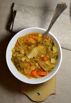 Diese einfache und wohlschmeckende Kohlsuppe ist geradezu ideal für die Fastenzeit. außerdem liefert sie zahlreiche wichtige Vitamine.