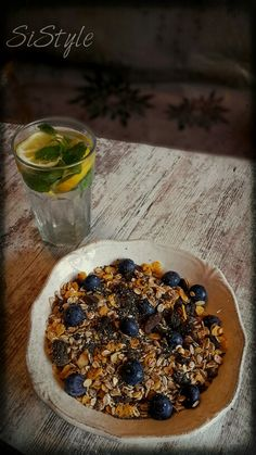 Oatmeal, yogurt, blueberry, chia . .yamiii