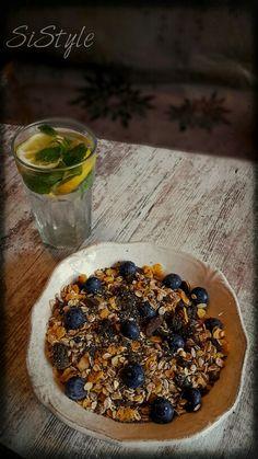 Oatmeal, yogurt, blueberry, chia . .yamiii