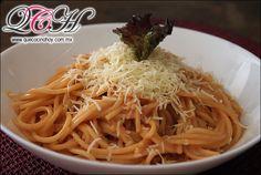 Espaguetti rojo o de tomate / Comida casera, fácil de preparar.