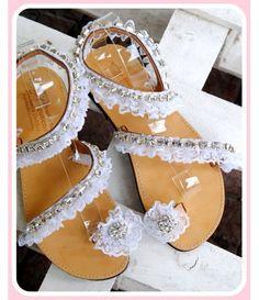 Χειροποίητα νυφικά σανδάλια στολισμένα με δαντέλα και real crystals.