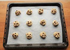 Gluteenittomat suklaahippukeksit | Himoleipuri Gluten Free, Cupcakes, Cookies, Desserts, Food, Crack Crackers, Glutenfree, Postres, Cupcake