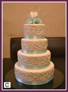 WHITE AND TURQUOISE FONDANT WEDDING CAKE (Pastel de bodas blanco con turquesa)