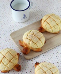 Melon Bread with turtle shape. ~ {Note: Picture only Available}