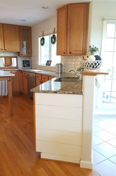 Update a kitchen w/out Painting Oak Cabinets – GrowIt BuildIT Stained Kitchen Cabinets, Update Kitchen Cabinets, Kitchen Redo, Kitchen Design, Kitchens With Oak Cabinets, Oak Cabinet Kitchen, Kitchen Ideas, Kitchen Updates, Updated Kitchen