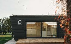Minimalistisches Design, Holzhaus, Ferienhaus Tiny House Loft, Tiny Houses, Garden Pavilion, My Dream, Garage Doors, Cabin, Dreams, Outdoor Decor, Home Decor