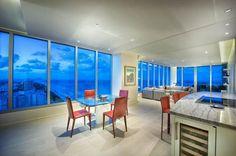 A #Miami, uno splendido Hotel&Spa con vista sulla baia sceglie per i suoi interni il caldo effetto legno della serie in gres porcellanato #Silvis #Candeo. Tonalità chiara e sapore intensamente naturale che abbracciano con stile la modernità creando un ambiente davvero accogliente e delicato.  #cottodeste #referenze #timelesstyle #nuovesuperfici #kerlite #madeinitaly #ceramica #architettura