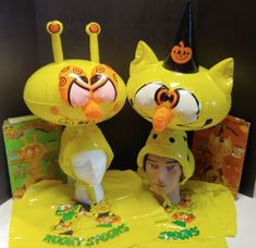 (2) VTG Kooky Spooks Halloween Costumes Scardy Cat and Spacey Casey Blow-Up #KookySpooks #Halloween Halloween Masks, All Pictures, Cat, Christmas Ornaments, Holiday Decor, Cat Breeds, Christmas Jewelry, Christmas Decorations, Cats