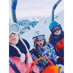 Le télésiège de l'ambiance  #cauterets#a#bientot#ski#snow#winter#telesiege#pyrenes#top by cassiopee_gnt_