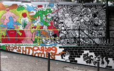 Vanessa  painted this for the Urban art gallery in Lisbon in partnership with (Pedro Zamith. The idea was to illustrate a battle between color and black and white.