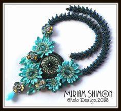 Blüte des Meeres, Glasperlen Halskette in Türkis, dunkel blau, Silber, hell-grün