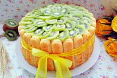 Desert tort cu crema de vanilie, kiwi si ananas Kiwi, Deserts, Birthday Cake, Drinks, Pineapple, Drinking, Beverages, Birthday Cakes, Postres