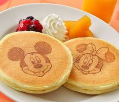 Disney Dishes, Disney Desserts, Disney Snacks, Cute Desserts, Dessert Recipes, Comida Disney World, Disney World Food, Comida Disneyland, Disney Inspired Food