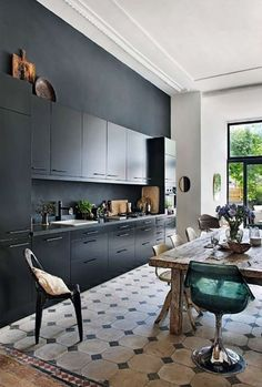 Interior Design & Decor For Your Inspiration: 10 Beautiful Black Kitchens Apartment Kitchen, Kitchen Interior, New Kitchen, Kitchen Decor, Kitchen Ideas, Kitchen Rustic, Space Kitchen, Rustic Apartment, Decorating Kitchen