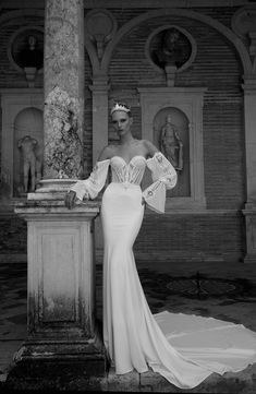 Discover the latest 2020 wedding dress collection from world-renowned designer Alon Livne. Bridal dresses, events, store locator, evening-wear and more. Beautiful Wedding Gowns, White Wedding Dresses, Bridal Dresses, Dress Wedding, Corset Wedding Gowns, Couture Wedding Gowns, Roberto Cavalli, Alexander Mcqueen, 2017 Bridal
