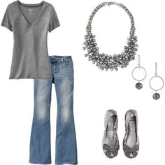 dressed-up casual, this necklace is so pretty on!