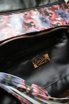 BLACK & FLOWER Pochette con tracolla staccabile 100% pelle. Original Handmade Italy. www.chixbags.it info@chixbags.it