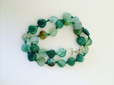 Get a fab new look with this gorgeous Green Banded Agate Trilliants Necklace. Length: 43CM/ 17 Inch  Stone: Agate (12mm)