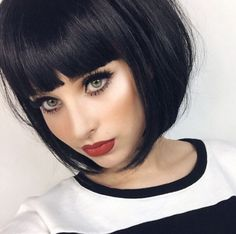 Black hair+green eyes+red lips=perrrfection!!
