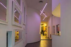 Panzeri's products at Simone Rugiati's FoodLoft Milano: Carmen  wall and ceiling lamp.  I prodotti Panzeri nel FoodLoft Milano di Simone Rugiati: Lampada da soffitto e parete Carmen. #FoodLoftMilano #Panzeri #lampade #lamps #Ypsilon #Blanca #Willy #GoldenRing #Carmen #lighting #illuminazione #architettura #architecture #interiordesign #interiors #lightdesign