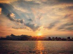 And another day ends... #sunset #sea #mar #paodeacucar #cristo #redentor #corcovado #niteroi #NiteroiTOP #riodejaneiro #rioiloverio #offshore #offshorelife #norskan #skandi #maersktrainingbrasil #sunset #twilight by rodrigo_neves_da_silva