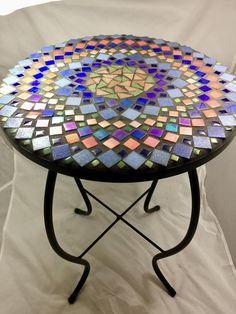 Mesa de mosaico Grey Mosaic Tiles, Mosaic Tile Table, Tile Tables, Mirror Mosaic, Marble Mosaic, Mosaic Art, Mosaic Outdoor Table, Outdoor Table Tops, Tile Crafts