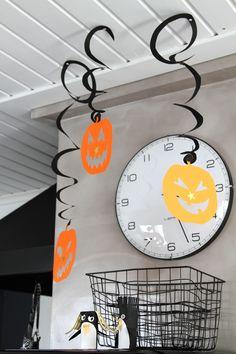 Halloween, kartonki, kurpitsat. Halloween, cardboard, pumpkins.