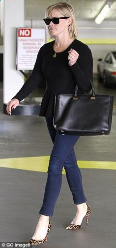 Reese Witherspoon added a pair of cropped skinny jeans, RayBan Wayfarers, a designer tote bag and a gold pendant to complete her outfit