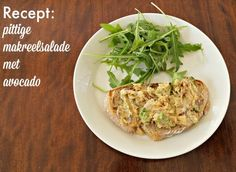 Pittige makreelsalade met avocado is een heerlijk recept. Lekker voor op de boterham bij de lunch, maar ook prima voor bij de borrel. Lees hoe je het maakt.