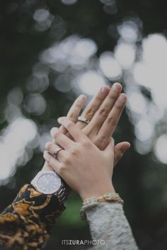 24 ideas for wedding rings couple photography – Wedding Pre Wedding Poses, Pre Wedding Photoshoot, Wedding Shoot, Wedding Couples, Wedding Rings, Engagement Pictures, Wedding Pictures, Indonesian Wedding, Foto Wedding