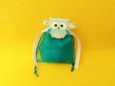 Οικονομική Μπομπονιέρα βάπτισης ξύλινο μαγνητάκι σιέλ κουκουβάγια σε πουγκί από οργάντζα. Fashion Backpack, Lunch Box, Detail, Bags, Handbags, Bento Box, Bag, Totes, Hand Bags