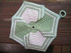 Petal Potholder pattern by American Thread Company. FREE vintage crochet pattern.