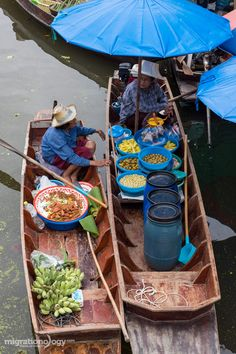 Great food and an amazing peaceful and relaxing atmosphere at Tha Kha Floating Market (ตลาดน้ำท่าคา) in Thailand!