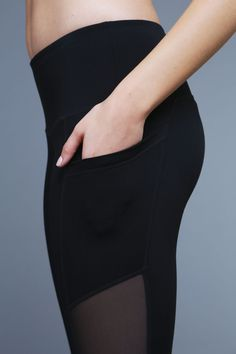 Deep side pockets (that will hide your entire phone) are what make the Adventure Zip legging truly journey worthy. You'll appreciate the sneaky ankle zippers for ease of dressing and undressing, while