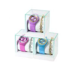 Ukážte svoju hravosť s kolekciou LIU JO Dancing Sport! Kryštály Swarovski sa voľne pohybujú v lunete hodiniek. Príjemný silikónový remienok ladí s farbou puzdra hodiniek. Ku každým hodinkám dostanete farebne zladený oceľový náramok LIU JO. #ajcasmasvojutvar #klenotnictvoatalovic Filters, Swarovski