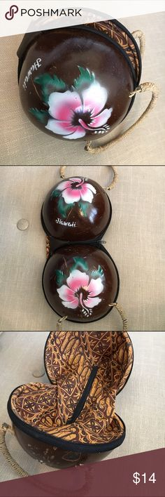 Hawaiian Coconut Painted Flower Purse 🌺 This Hawaiian Coconut Painted Flower Purse is like new and super cute! Zippered interior pocket is unlined (sort of like a secret pocket). Would make a perfect bag for your tropical vacation or luau party!! Bags Mini Bags